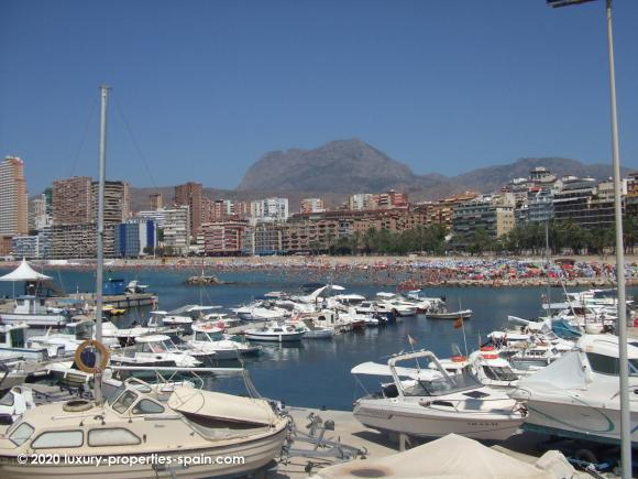 Luxury Properties Spain - Club Nautico Benidorm