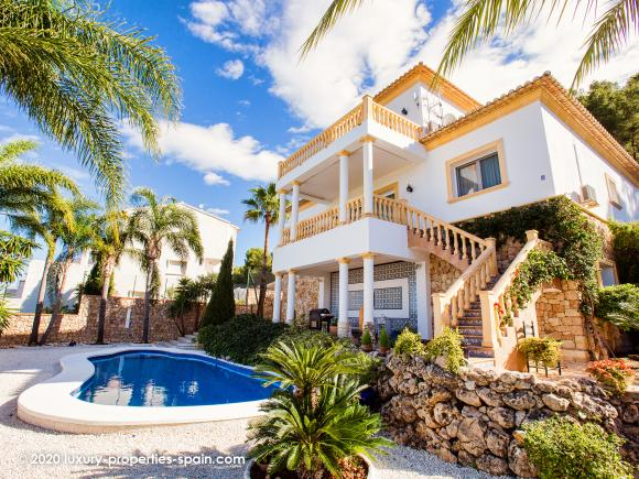 For sale 5 bedroom villa with sea view in Monte Pego