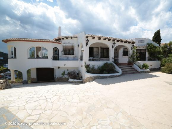 For sale Beautiful villa with sea views in Monte Pego