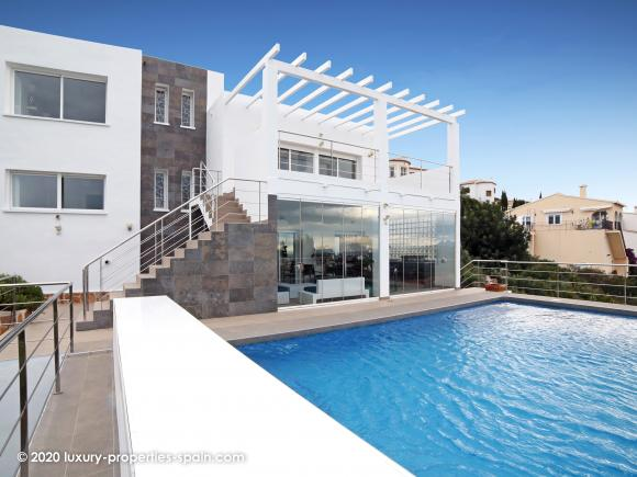 For sale Beautiful contemporary villa with panoramic sea views