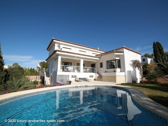 For sale Luxury 5 bedroom property in Monte Pego