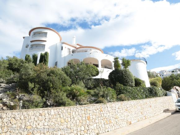 For sale 5 bedroom villa with separate apartment on Monte Pego